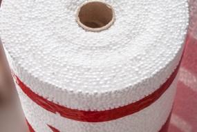 Толщина подложки Profitex® составляет 3мм. Данная толщина позволяет скрыть незначительные неровности бетонного основания (до 2 мм), и в то же время остается достаточно тонкой для того, чтобы минимизировать вертикальный сдвиг напольного покрытия, что позволяет продлить срок службы замковых соединений. Коэффициент сжатия подложки при нагрузке 600 кг/м2 составляет всего 10%.